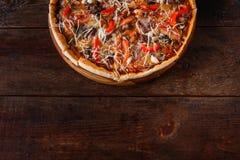 意大利食物背景 可口薄饼,平的位置 免版税库存照片
