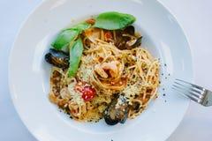 意大利食物-意粉面团用海鲜-淡菜和虾 库存照片
