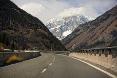 意大利高速公路向勃朗峰 库存照片