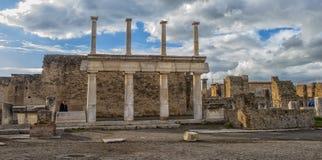 意大利,庞贝城, 02,01,2018Ancient在erup以后的专栏废墟 免版税图库摄影