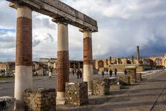意大利,庞贝城, 02,01,2018Ancient在erup以后的专栏废墟 免版税库存照片