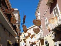 意大利,撒丁岛, Sant Antioco镇的城市街道的看法  免版税库存图片