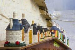 意大利,普利亚,阿尔贝罗贝洛, trulli,典型的房子 纪念品 库存图片