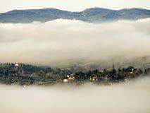 意大利,有雾的托斯卡纳, 库存照片