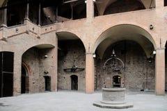 意大利,波隆纳恩佐国王宫殿庭院 库存图片