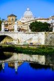 意大利,罗马,从afa看见的圣皮特圣徒・彼得梵蒂冈圆顶城市 免版税库存图片