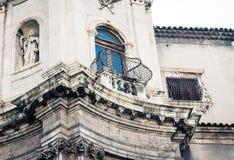 意大利,老大教堂卡塔尼亚,西西里岛,意大利,大教堂della Collegiata,famouse巴洛克式的教会门面的美好的都市风景  免版税库存照片
