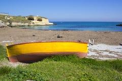 意大利, Salento,在海滩的渔船 库存图片