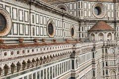 意大利 佛罗伦萨,大教堂圣玛丽亚del菲奥雷 结构上详细资料大梁玻璃购物中心被反射的购物 免版税库存照片