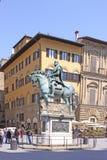 意大利 佛罗伦萨 Cosimo骑马雕象我de 'Medici,托斯卡纳俄国沙皇时代的太子 免版税库存图片