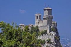 意大利-圣马力诺-堡垒塔和墙壁Guaita,一 库存图片