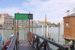 意大利 威尼斯 城市视图 长平底船驻地 库存图片
