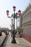 意大利 威尼斯 桃红色街灯 玻璃murano 库存照片