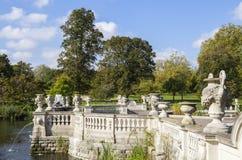意大利水庭院在肯辛顿庭院里 免版税库存图片