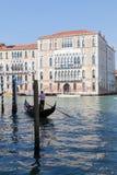 意大利6月2017年威尼斯, 长平底船和加州Foscari大学 免版税库存照片