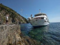 意大利2017年渡轮接近的船坞 库存图片