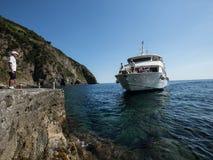 意大利2017年渡轮接近的船坞 免版税库存图片