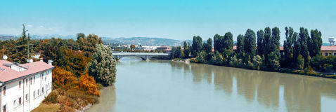 意大利维罗纳 河沿 库存照片