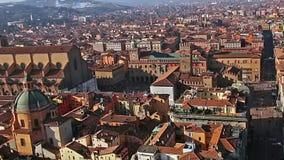 意大利 老波隆纳广场Maggiore徒升 从Asinelli塔的全景鸟瞰图在波隆纳,意大利 股票录像