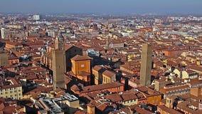 意大利 老波隆纳 缩放 从Asinelli塔的全景鸟瞰图在波隆纳,意大利 影视素材