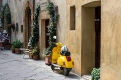意大利滑行车,大黄蜂类 免版税库存照片