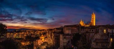 意大利 锡耶纳 晚上 覆盖严重 日落 全景 免版税库存图片