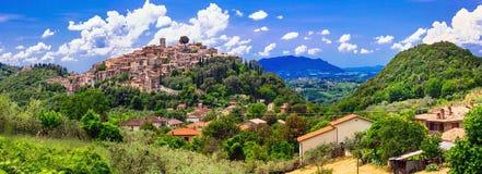 意大利-风景borgo卡斯佩里亚的传统中世纪村庄, 免版税库存照片