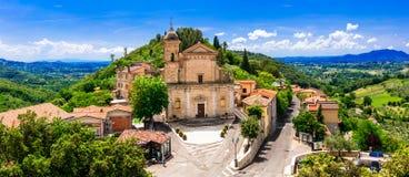 意大利-风景borgo卡斯佩里亚的传统中世纪村庄, 库存图片