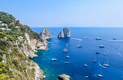 意大利 Capri海岛 Faraglioni岩层 免版税库存图片