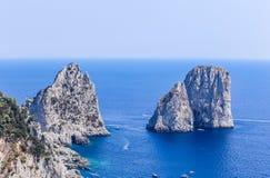 意大利 Capri海岛 Faraglioni岩层 免版税库存照片