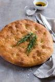 意大利focaccia面包用迷迭香 库存照片