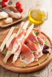 意大和grissini面包条 意大利开胃小菜 免版税库存照片
