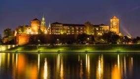 意想不到的夜克拉科夫, Wawel城堡在波兰 免版税库存图片