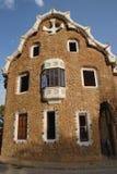 意想不到的大厦在公园Guell由Gaudi设计了在巴塞罗那,西班牙 库存图片