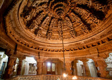 意想不到的12世纪寺庙内部在Jaisalmer 库存图片