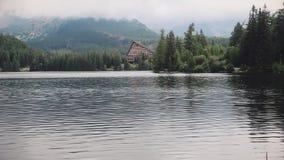 意想不到的Mountain湖在高Tatras,斯洛伐克 股票录像