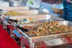 任意承办宴席的食物 免版税库存图片