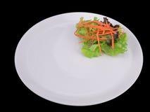 意粉博洛涅塞用猪肉或肉在与裁减路线的黑背景隔绝的板材的西红柿酱 免版税库存图片