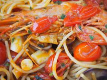 意粉用海鲜和新鲜的蕃茄 食物意大利传统 库存照片