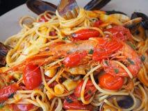 意粉用海鲜和新鲜的蕃茄 食物意大利传统 库存图片
