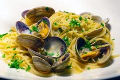 意粉alle Vongole 面团用海鲜和贝类 传统意大利的意大利面食 库存照片