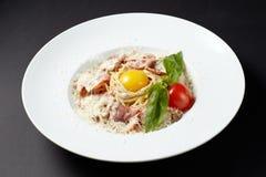 意粉Carbonara 意大利样式 烹调意大利语的食品成分 意大利cuisin 库存图片