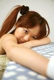 感到亚裔的女孩哀伤 免版税库存图片