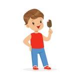 感到逗人喜爱的小男孩的字符满意对他的冰淇凌动画片传染媒介例证 免版税库存图片