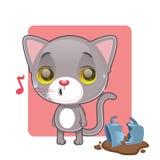 感到逗人喜爱的灰色的猫有罪 免版税库存图片