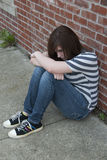 感到青少年的女孩单独和沮丧 库存照片