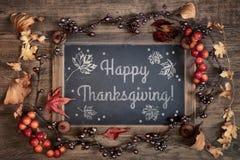 感恩与黑板和秋天装饰的卡片设计 免版税库存照片