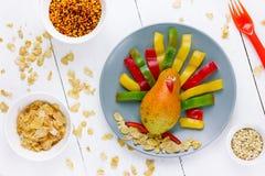 感恩孩子梨五颜六色的胡椒火鸡的早餐想法 免版税图库摄影