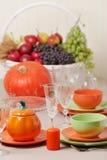 感恩日 与传统桌decoratio的欢乐午餐 免版税库存照片