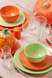 感恩日 与传统桌decoratio的欢乐午餐 库存照片